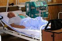 Na oddělení dialýzy ve Slezské nemocnici v Opavě je za měsíc dalyzováno v průměru až šedesát pacientů.
