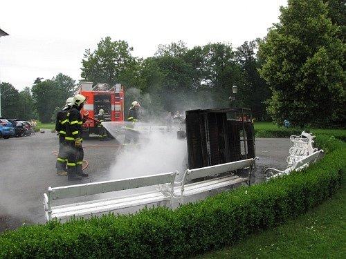 Pět dětí se lehce zranilo vsobotu odpoledne vKravařích na Opavsku při nehodě motorové tříkolky.