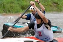 Bouřlivá kulisa u hradeckého mostu hnala českou reprezentaci k dalším medailím. I druhý závodní den světového šampionátu ve sjezdu na divoké vodě byl pro české barvy ve znamení cenných kovů.