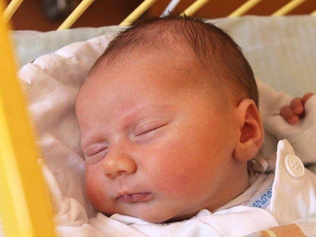 Teodor Dubčák se narodil 8. května, vážil 3,82 kilogramů a měřil 51 centimetrů. Rodiče Tereza a Lukáš z Kravař přejí svému prvorozenému synovi do života, aby byl šťastný.