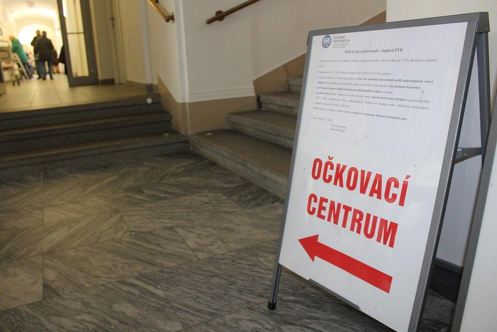 Očkovací centrum na opavské Slezské univerzitě.