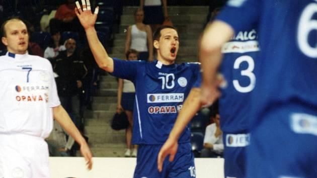 Slovenský smečař Tomáš Plichta (č. 10) patří k oporám německého týmu SV Bayer Wuppertal, který v letošním ročníku bundesligy obsadil pátou příčku.