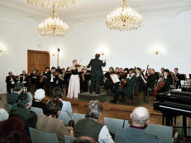 Janáčkova komorní filharmonie. Třicet členů doprovodí zahraniční sólisty.