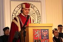 Reprezentanti akademické obce Slezské univerzity se ujali svých funkcí na slavnostní inauguraci v kostele sv. Václava.