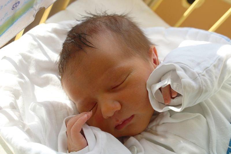 Viktor Bindík se narodil 25. září, vážil 3,40 kilogramů a měřil 50 centimetrů. Rodiče Karolína a Tomáš z Opavy přejí svému prvorozenému synovi hodně síly a odhodlání do života.