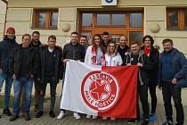 Jedenáct členů fotbalového týmu TJ Slavia Malé Hoštice darovalo krev vTransfuzním centru Slezské nemocnice vOpavě.