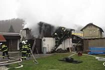 V sobotu po půl druhé začala hořet hospodářská budova u rodinného domu v Žimrovicích.