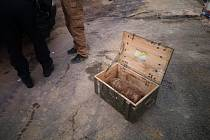 Při stavebních pracích objevili v minulém týdnu v areálu firmy v Hlučíně dělostřelecký granát ráže 152 mm německé výroby.