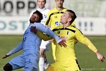 Denis Duga (ve žlutém)