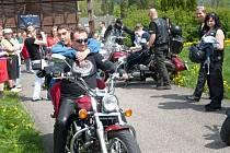 Pořadatelé Moto-Hadinky 2013 Beskyd's Raiders se věnují i charitativním akcím. Jako například při nedávném Dni bez hedikepu s Beskyd's Raiders v Pržnu.