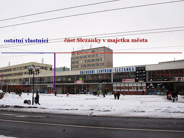 Tato fotografie zhruba znázorňuje, která část Slezanky je v majetku města a kterou vlastní jiní.