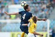 Zápas 26. kola Fortuna národní ligy SFC Opava - FK Dynamo České Budějovice 5. května 2018 v Opavě. Matěj Helebrand - o, Patrik Čavoš - čb.