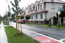Cyklostezka na Englišově ulici je podle tamních obyvatel špatně řešena.