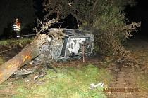 V neděli, okolo půl druhé ráno, došlo na silnici mezi Rohovem a Sudicemi k dopravní nehodě, po které začalo havarované auto hořet.