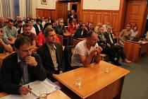 Mimořádné jednání zastupitelstva v Opavě ohledně prodeje Slezského FC Opava.
