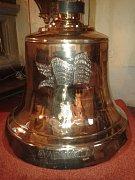 Do dolnoživotického kostela se vrátil obří zvon.