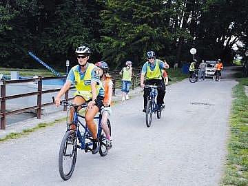 Díky policistům i pedagogům si užily handicapované děti pohodový výlet.