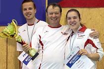 Šermíři Slezanu Opava Eva Havranková a Robert Zwinger zazářili na mistrovství republiky v šermu fleretem, který hostila Bystřice pod Perštejnem. Prvně jmenovaná získala titul, její parťák bral bronz.