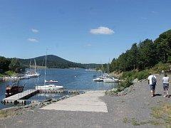 Slezská Harta nabízí nejen koupání a plavby na lodích, ale ve svém okolí skýtá možnosti pro turisty i cyklisty.