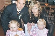 Zdeněk Staněk s rodinou. Jedním z důvodů, proč se Zdeněk Staněk před sezonou rozhodl hrát za Bolatice, byla i jeho rodina. Manželka Sylvie a dcery Vendulka s Julií.