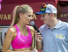 Karolína Mališová (na snímku v růžovém topu) nakonec ze zdravotních důvodů pětikilometrovou trať neběžela.