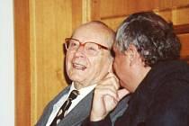 Slavný český herec Svatopluk Beneš měl k Opavě osobní vztah. Na fotografii je společně s filmovým historikem Pavlem Tausigem.
