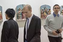 Hradecká výstava mimo jiné nabízí pohled na řadu zajímavých reliéfů.