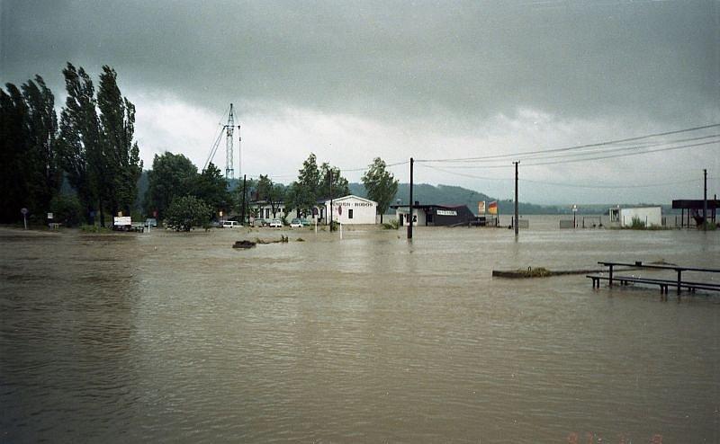 Velká voda nenávratně poničila areál Hlučínského jezera. Vzala také domov několika obyvatelům.