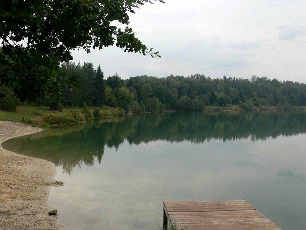Stříbrné jezero má dodnes převážně přírodní charakter. Magistrát chce tento stav změnit.