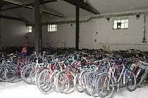 Kola pro gambijské děti zaplnila opavské Dukelské kasárny.