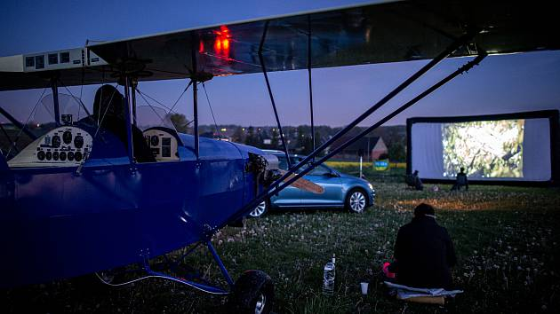 Model klub Hať pořádalo své první Letní autokino, 1. května 2020 v Haťi.