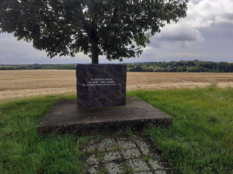 Památník padlým vojákům rudé armády při osvobozování obce.