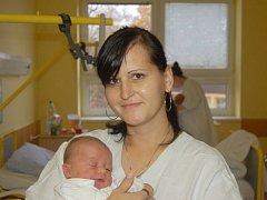 """Adam Valigura se narodil 30. října, vážil 3,255 kg a měřil 49 cm. """"Hodně štěstíčka a zdravíčka a ať se mu splní všechny sny,"""" popřáli svému synovi rodiče Lenka a Michal z Chuchelné spolu se synem Dominikem."""