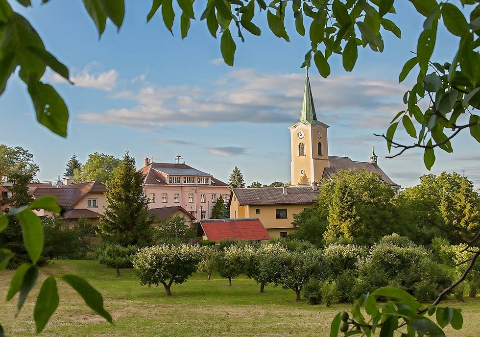 Obec Slavkov - kostel sv. Anny.