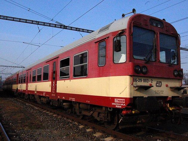 V neděli 9. listopadu 2009 ve čtyři hodiny ráno napadlo ve stanici Děhylov asi 40 fanoušků Baníku Ostrava fanoušky SFC Opava, kteří cestovali vlakem na utkání svého týmu do Prahy. Během potyčky byl poničen vlak.