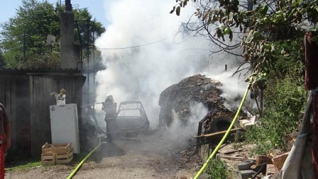 Pět jednotek hasičů zasahovalo v neděli odpoledne v Budišovicích.