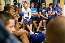 Bez své velké ikony Jaroslava Kolínka začali dnes opavští fotbalisté přípravu na druhou fotbalovou ligu. Trenér Josef Mazura měl naopak k dispozici nové tváře, vítkovického obránce Radomíra Vlka a záložníka Jan Urbana, naposledy působícího v Brně.