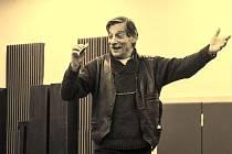 Kostas Zerdaloglu ztvárňuje problémového otce Karamazova.