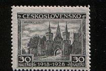 Prvním motivem z Opavska, který se objevil na poštovních známkách, byl zámek v Hradci. V roce 1928 známka vyšla v nákladu tří milionů kusů.