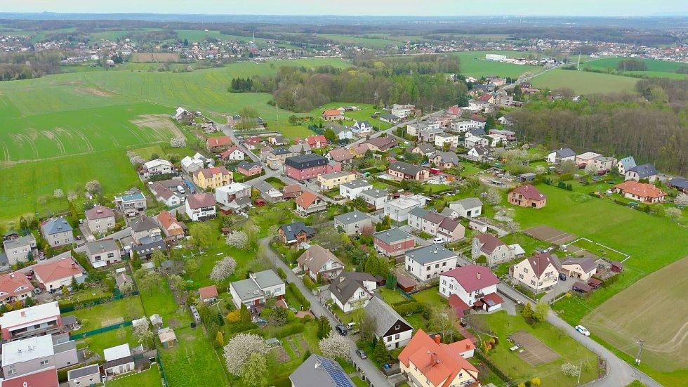Letecký pohled na obec, Vrablovec.