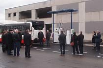 Nová plnící stanice dokáže plnit až dvanáct autobusů najednou.