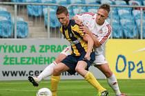 Milan Halaška (ve žlutomodrém)