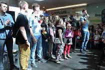 Ceny vítězům ze ZŠ a MŠ Slavkov předali v sobotu sami youtubeři.