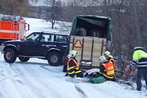 Plné ruce práce měla hasiči z Vítkova, kteří v pátek 3. dubna zasahovali u dvou nehod, k nimž došlo ve Svatoňovicích na zledovatělé silnici vedoucí k vodní nádrži Kružberk.