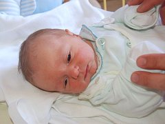 """Filip Suchánek se narodil 30. května, vážil 3,24 kg a měřil 49 cm. """"Je to naše první miminko. Přejeme mu hodně štěstí a zdraví,"""" zmínila maminka Hana Černínová a tatínek Petr Suchánek z Opavy."""
