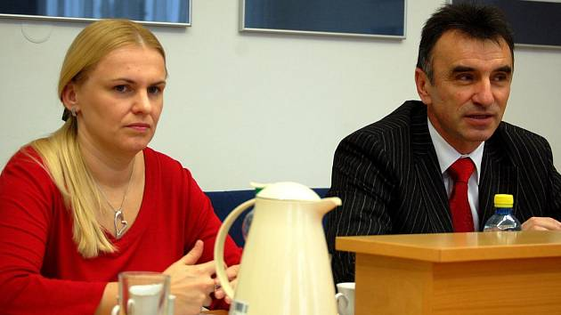 Tisková mluvčí města Hlučína Lada Dobrovolná a starosta města Bernard Ostárek.