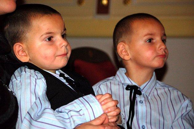 Rostík a Jirka. Dva bráškové prožijí vánoční svátky v Dětském domově v Opavě. Spolu s nimi je zde stráví téměř padesát dalších dětí.