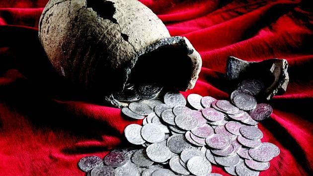 Ručně ražené mince z poloviny 14. století budou k vidění na oslavách Dne obce Těškovic.