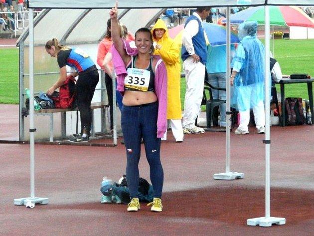 Pavla Kuklová se raduje z úspěchu na republikovém šampionátu do dvaadvaceti let v Jablonci.
