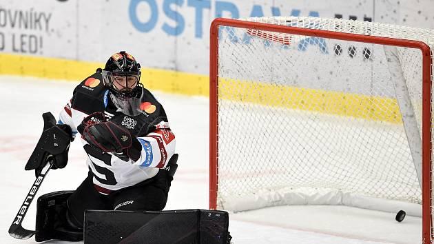 Utkání 17. kola hokejové extraligy: HC Vítkovice Ridera - HC Sparta Praha, 13. listopadu 2020 v Ostravě. Brankář Sparty Matěj Machovský.